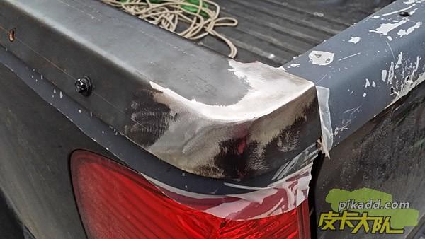 这个包角,是3MM的铁板,锤子搞出来的