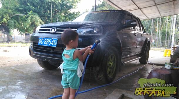最近连打了两个台风都不敢洗车,这不天气好了就洗车了,侄女都来帮我洗车了……